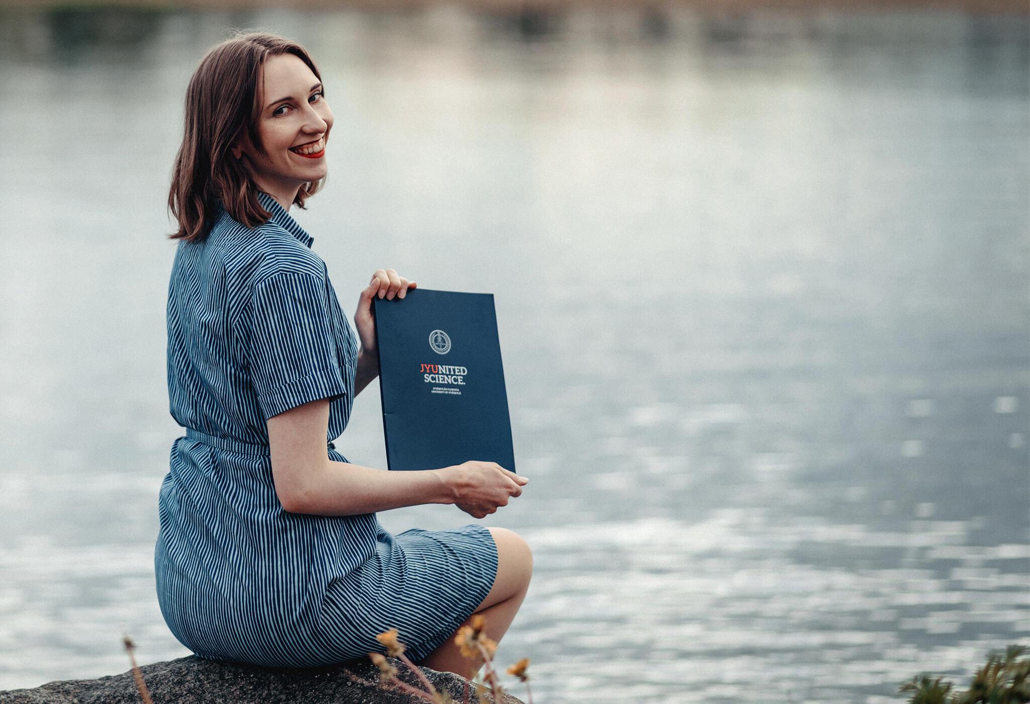 valmistujaiskuvaus Jyväskylän Äijälänrannassa