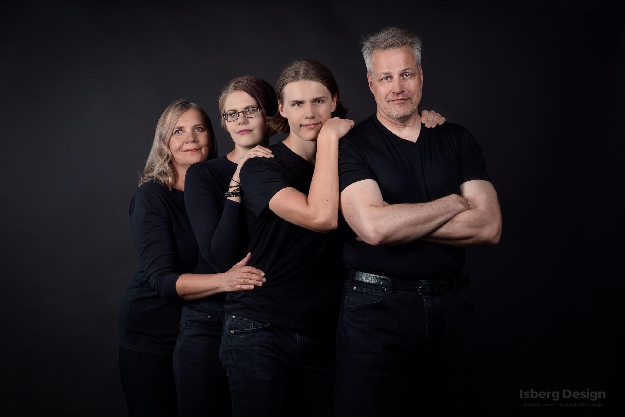 valokuvaaja jyväskylä perhekuva studiossa
